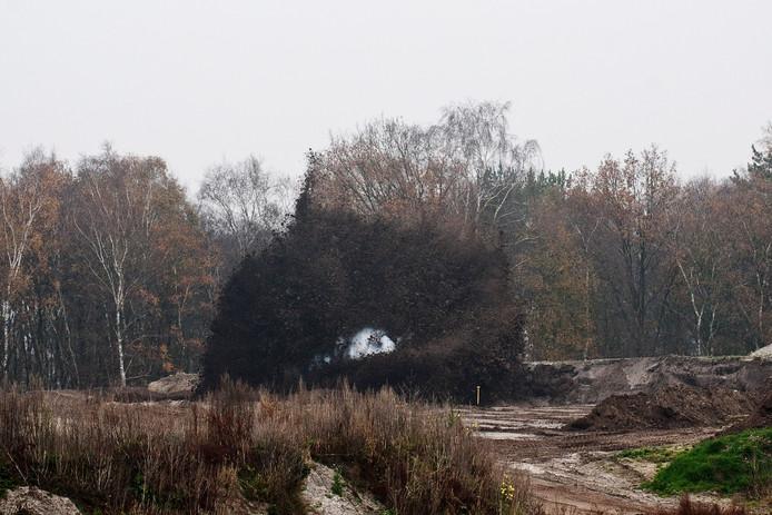 Een aan de Wierdensestraat in Nijverdal gevonden vliegtuigbom uit de Tweede Wereldoorlog werd door de EOD tot ontploffing gebracht bij een zandafgraving aan de Veenweg.