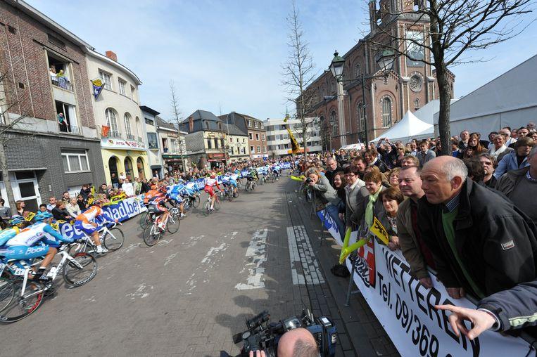 Archief : Wetteren Dorp van de Ronde 2009 : doortocht Ronde van Vlaanderen op de Markt.