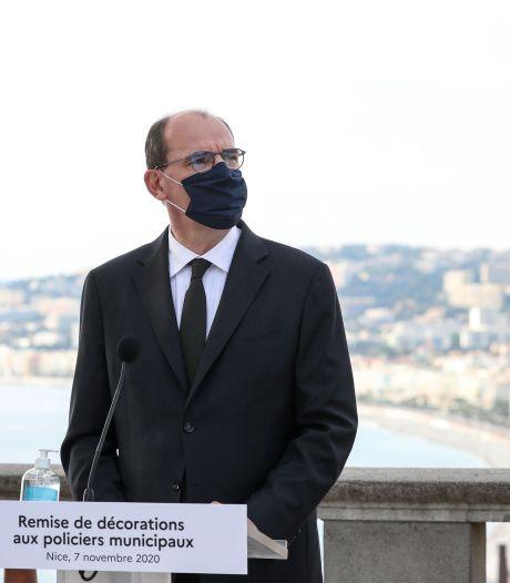 """""""Emotion"""" et """"indignation"""" à Nice: Castex rend hommage aux trois vies """"volées"""" dans la basilique"""