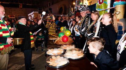 Video: Pastoor doopt Hasseltse carnavalswagens (en meteen ook de burgemeester)
