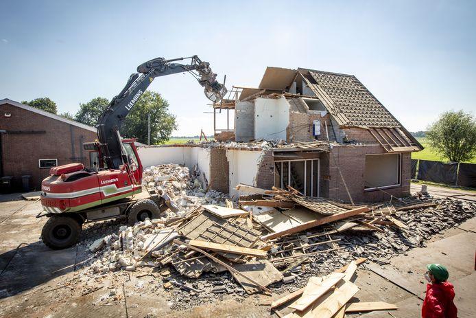 De familie Keijzer uit Vriezenveen liet deze zomer hun huis slopen; de pur-isolatie bleek verkeerd aangebracht en veroorzaakte daarnaast bij het gezin gezondheidsproblemen. Ze wonen al jaren 'tijdelijk' elders.