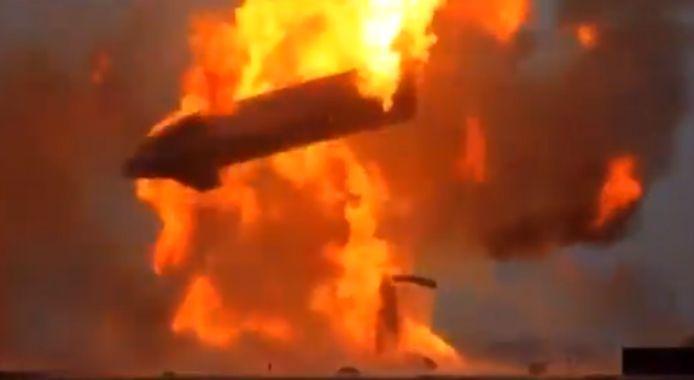 Quelques minutes après l'atterrissage, une énorme explosion a projeté l'engin en l'air, qui s'est fracassé en retombant au sol. Aucune explication n'a été fournie dans l'immédiat.