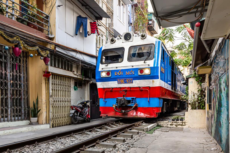 Toeristen mogen Train Street niet meer in, omdat er te veel ongelukken gebeurden. Beeld Nicolas Chartier