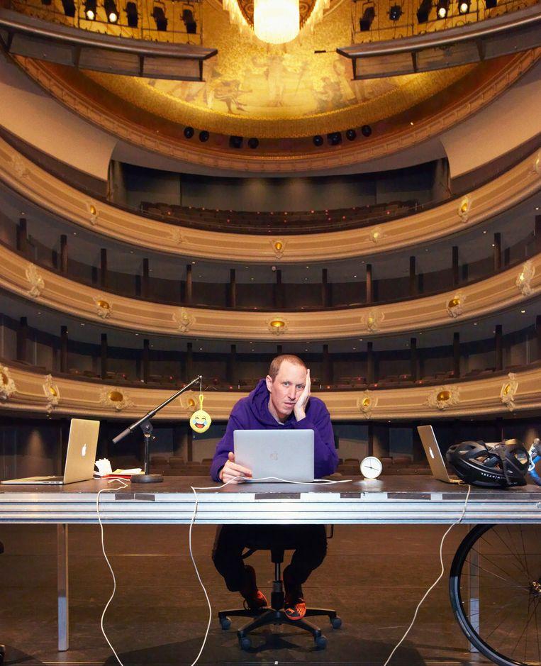 Micha Wertheim: 'Ik was vroeger goochelaar, en bij goochelen maak je er gebruik van dat mensen eenmaal een afslag in hun hoofd nemen.' Beeld Daniel Cohen