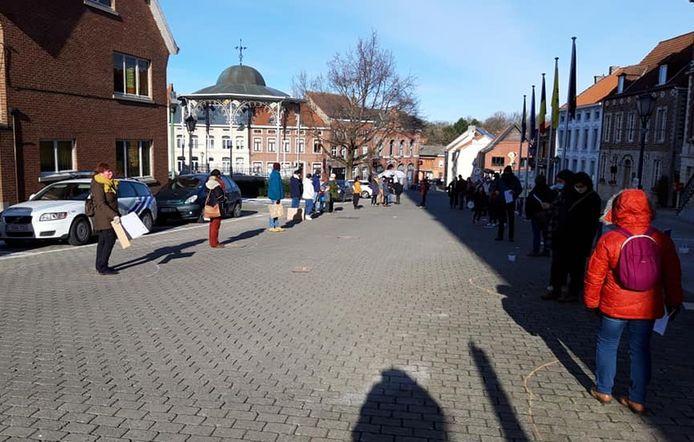 Meer dan 50 mensen kwamen samen op het Gemeenteplein