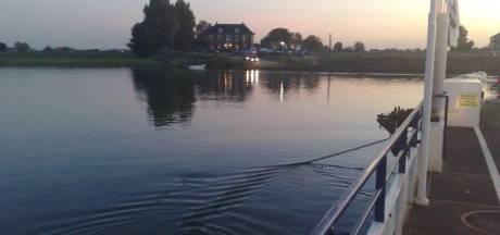 Grote zorgen over de toekomst van kleinere pontjes in de Betuwe: 'Dat betekent definitief aan de ketting'