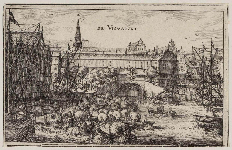 Gezicht van het Damrak naar de Vismarkt op de Damsluis, begin 17de eeuw. Hoe zou het hebben geroken?  Beeld Visscher, prent Claes Jansz