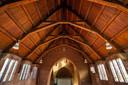 De karakteristieke 'Kropholler- gebinten' van de Mariakerk blijven behouden en zichtbaar.