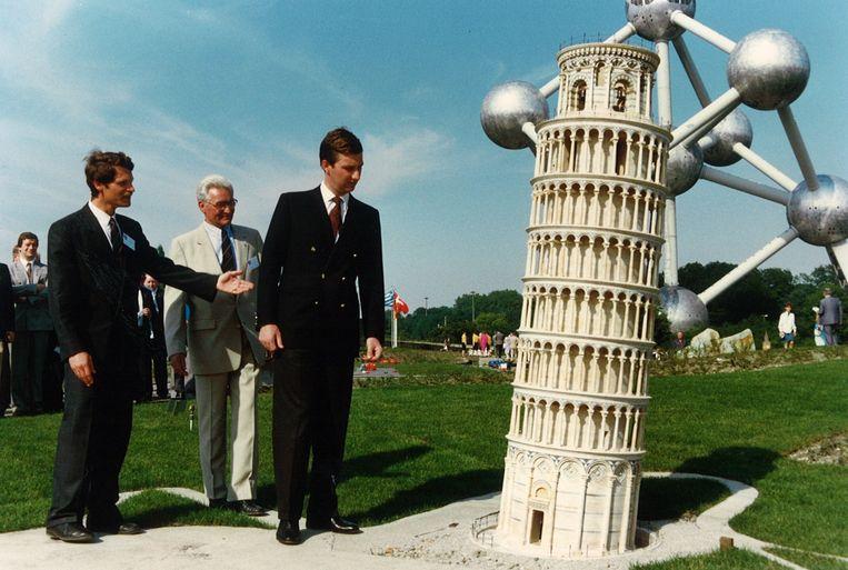 Koning (toen nog Prins) Filip tijdens de inhuldiging van Mini-Europa in 1989.  Beeld RV
