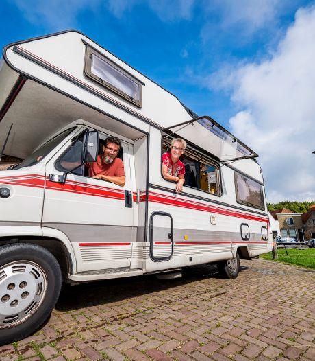 Lisa (52) en Roy (55) verkopen huis en wonen nu in oude camper: 'Iedereen vraagt hoe we dit volhouden'
