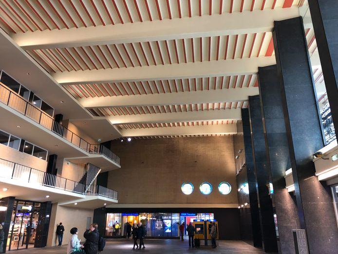 De hal van station Eindhoven is weer even leeg als hij na de bouw in de jaren 50 was.