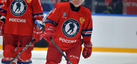 Vladimir Poutine enfile sa tenue de hockeyeur pour un match de gala