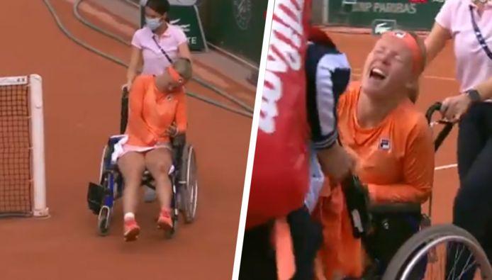 Kiki Bertens verliet het terrein in een rolstoel.