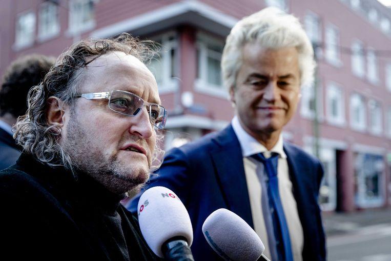 PVV-Kamerlid Dion Graus (links) staat de pers te woord.  Beeld ANP