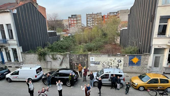 """Buren willen opnieuw buurttuin op verloederd bouwperceel in Borgerhout: """"Doodzonde dat stukje groen achter slot en grendel zit"""""""