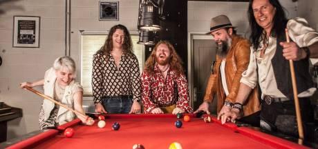 Almelose gitarist Jean van Vintage Rebel over tv-optreden bij RTL4: 'Kans met beide handen aangepakt'