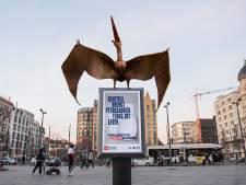 Kijk daar, een dinosaurus op het Astridplein: unief organiseert interactieve wandeling 'Tour van de Toekomst'