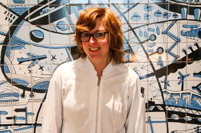 Nienke Schouten is doof en kok bij Hilton Amsterdam Airport Schiphol. Over haar werk is een korte film gemaakt die vandaag in première gaat.
