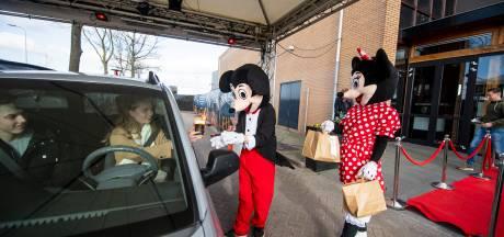 Milkshakes en donuts; bij de Hollywood Drive Thru in Rijssen krijg je er een disneyspektakel bij