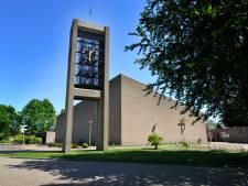 Kerkgangers welkom in Remigiuskerk in Weerselo