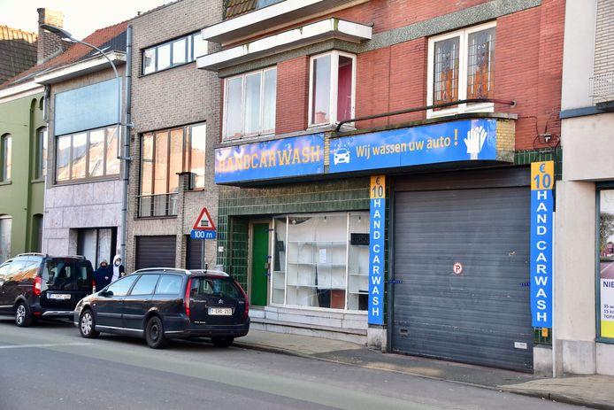De handcarwash langs de Ieperstraat in Menen werd verzegeld en moet drie maanden dicht blijven, minstens tot 22 mei.