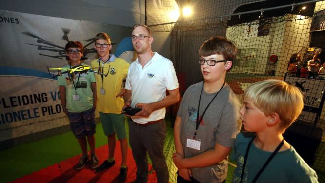 Kids leren vliegen met drones in Kruisem