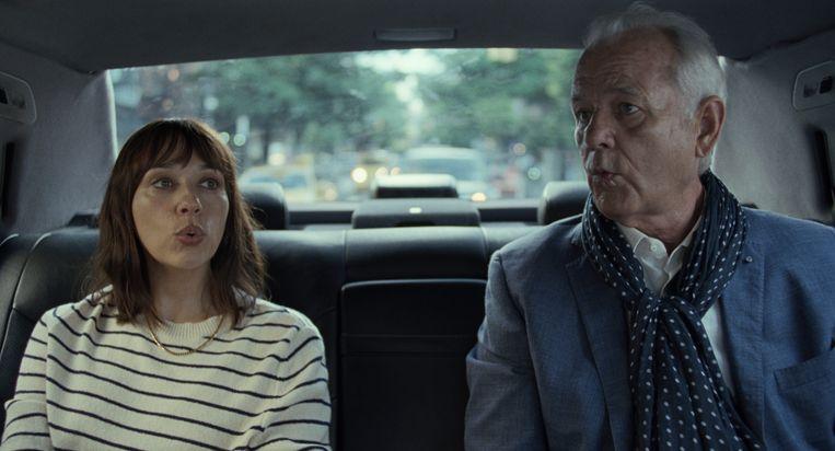 Rashida Jones (Laura) en Bill Murray als haar vader Felix in 'On the Rocks'. Beeld Courtesy of Apple