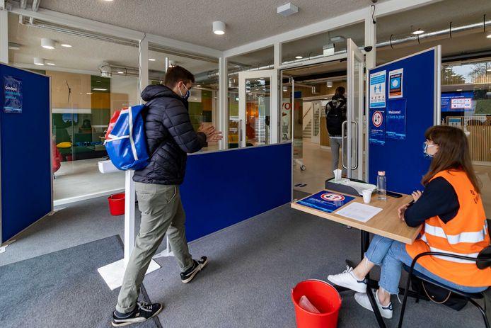 In het najaar waren de hogescholen en universiteiten voor een deel van de werkgroepen geopend.