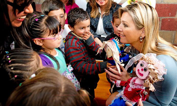 Koningin Máxima bezocht in 2014 namens de VN in Colombia een weeshuis.