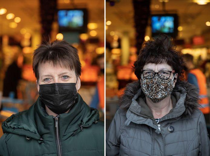 Martina Haringa (links) en Rikie de Kort met hun herbruikbare mondkapjes.