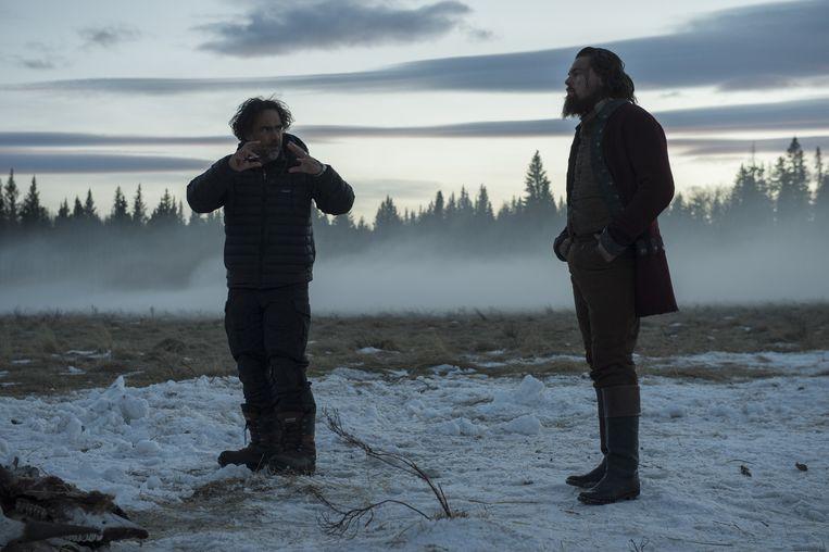 Alejandro González Iñárritu en zijn steracteur Leonardo DiCaprio: 'Hij was aanwezig, dapper en intelligent: alles wat je kunt verwachten van een acteur van dat niveau.' Beeld UNIT