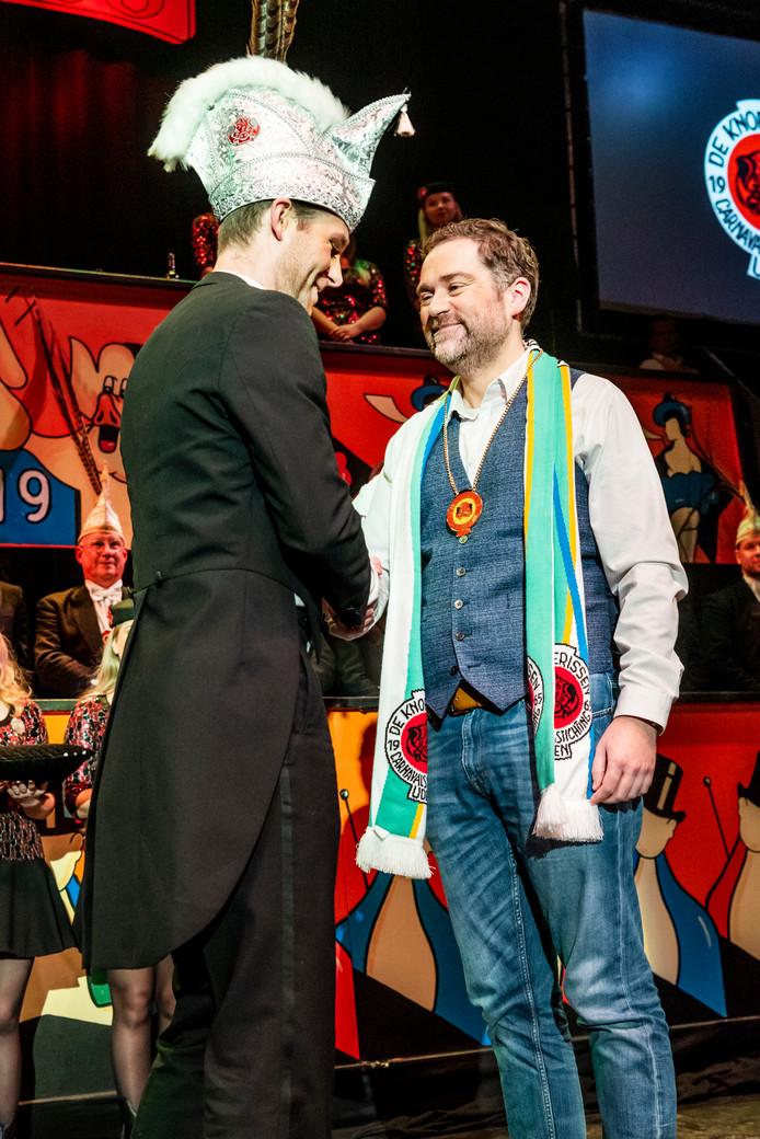 Klaas Dijkhoff wordt gehuldigd als Knoergoeie Brabander.