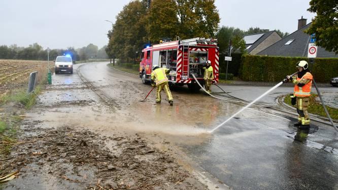 Brandweer rukt opnieuw uit voor modder op de weg: opletten geblazen!