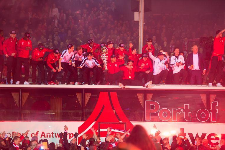 Antwerp FC viert de promotie naar eerste klasse A. Beeld Photo News