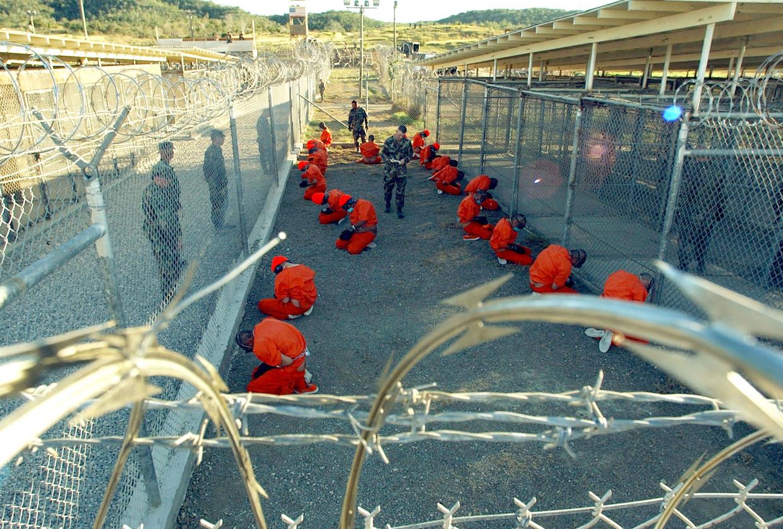 De eerste gevangenen van Guantánamo zijn gearriveerd in Cuba, op 11 januari 2002. Beeld NYT