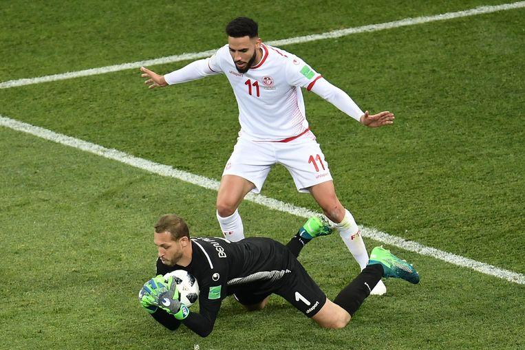 Dylan Bronn (in het wit) verdedigt de kleuren van Tunesië. Beeld AFP