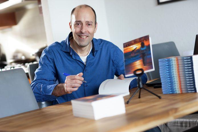 Zevenbergen - 16-2-2021 - Foto: Pix4Profs/Marcel Otterspeer - Schrijver Erik van der Velden heeft zijn nieuwe boek Deadliners gepubliceerd.