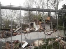 Kapitale Etten-Leurse woonboerderij brandt af, rook rieten dak hindert verkeer A58