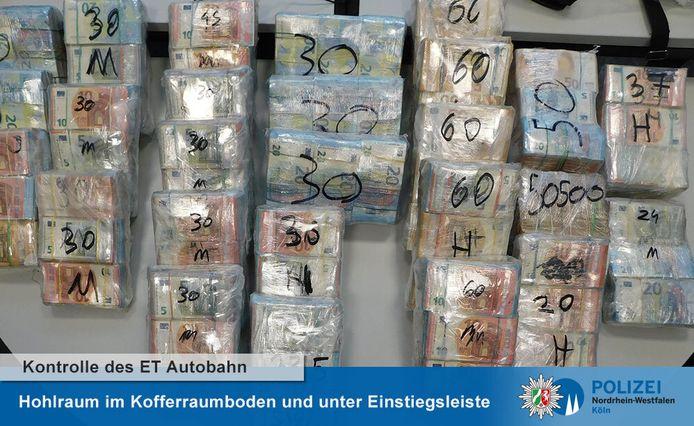 De zakjes met het geld zaten verpakt in folie.