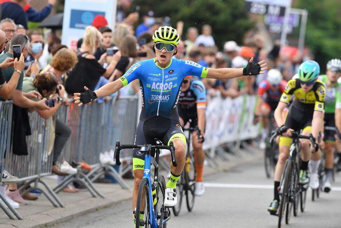 In de sprint zette Nio Vandevorst in Pamel het Belgisch kampioenschap voor eerstejaarsnieuwelingen naar zijn hand. Xander Scheldeman werd tweede.