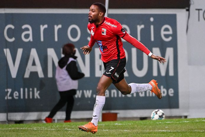 Kevin Nzuzi Mata kan na zijn goed seizoen bij RWDM op heel wat belangstelling rekenen. De kans is groot dat hij de club zal verlaten.