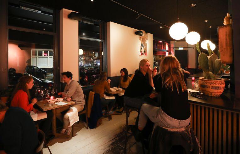Restaurant Sjefietshe in De Pijp. Beeld Eva Plevier