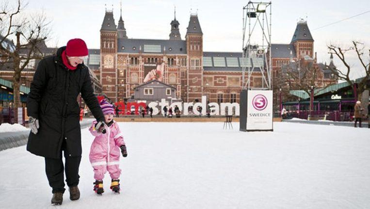 Het is rustig op de ijsbaan op het Museumplein Beeld Maarten Steenvoort