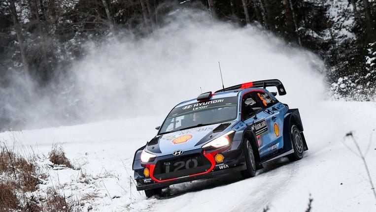 Thierry Neuville doet het voorlopig uitstekend in de rally van Zweden Beeld AFP