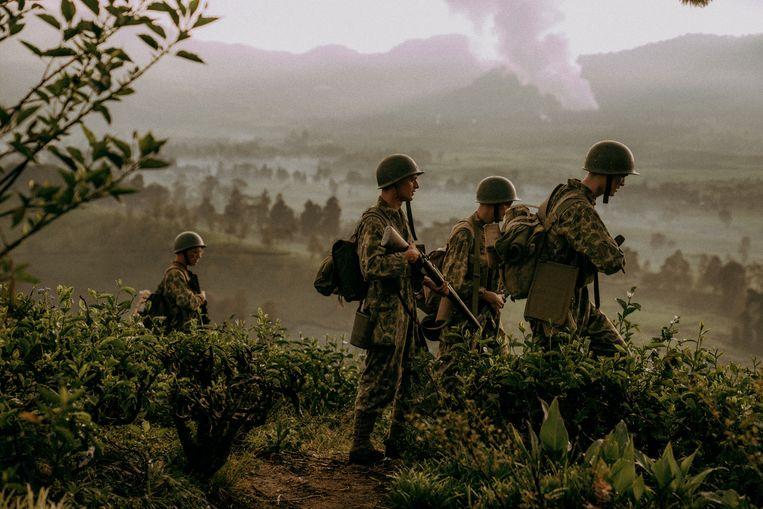Still uit de gelijknamige film De Oost, die verscheen op het moment dat ook het boek uitkwam. Beeld Milan van Dril