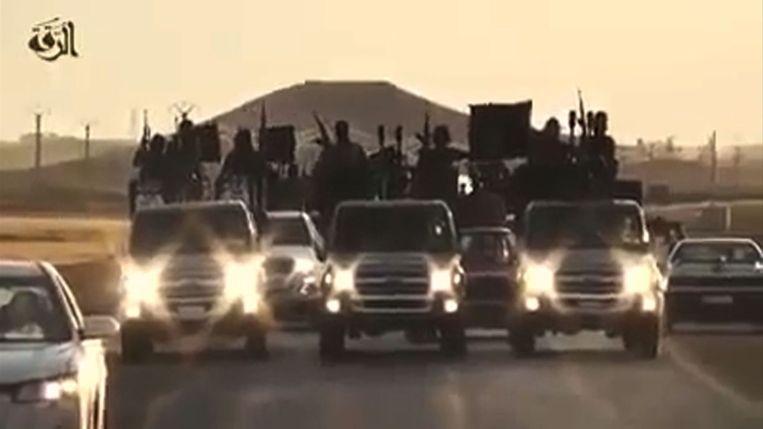 IS-strijders in hun Syrische bolwerk Raqqa, dat wordt beschreven als 'de hemel voor migranten'. Beeld afp