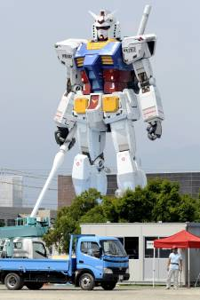 Un robot géant de 18 mètres de haut fait ses premiers pas au Japon