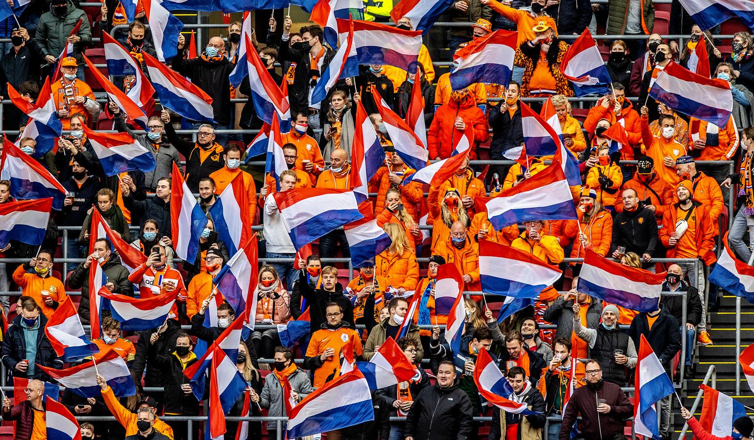 Oranje-fans bij het duel met Letland. In die wedstrijd mochten 5000 supporters aanwezig zijn.