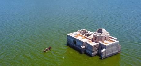 Historische tempel herrijst na 40 jaar uit water door extreme droogte