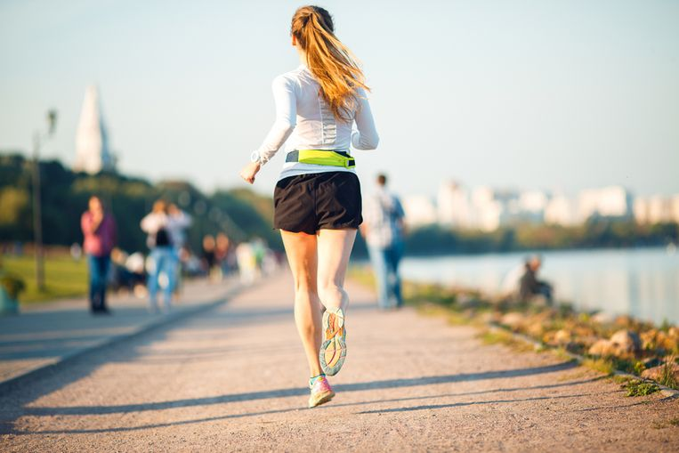 Met het mooie weer heb je weinig meer nodig dan je loopschoenen. Op voorwaarde dan dat je het doet zoals het hoort, want anders maak je veel kans om geveld te worden door typische loopblessures. Sportkinesist Lieven Maesschalck geeft tips om die te voorkomen.